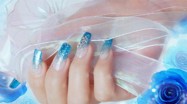 Фото красивых нарощенных ногтей с блестками